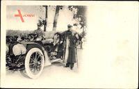 Frankreich, Automobil, Fahrer, Alter Mann mit Gehstock in Mantel