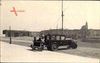Automobil, Paar auf einer Sitzbank, Kofferraum als Ablage, Frankreich