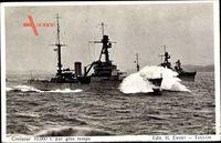 Französisches Kriegsschiff, Croiseur, Kreuzer in Fahrt