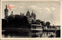 Schwerin in Mecklenburg Vorpommern, Schloss mit Anlegerbrücke, Dampfer