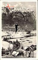 Garmisch Partenkirchen in Oberbayern, Skispringer in der Luft, Olympiastadion