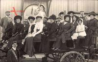 Passagiere auf einer Pferdekutsche, Frankreich, Frauen mit Hüten