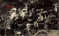 Frankreich, Passagiere auf einer Pferdekutsche