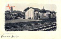 Goslar in Niedersachsen, Bahnhof Brocken mit Aussichtsturm im Hintergrund