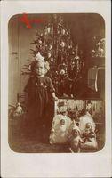 Frohe Weihnachten, Mädchen vor dem Tannenbaum, Geschenke, Puppen