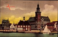 Leer in Niedersachsen, Blick auf den Hafen und das Rathaus, Segelboot